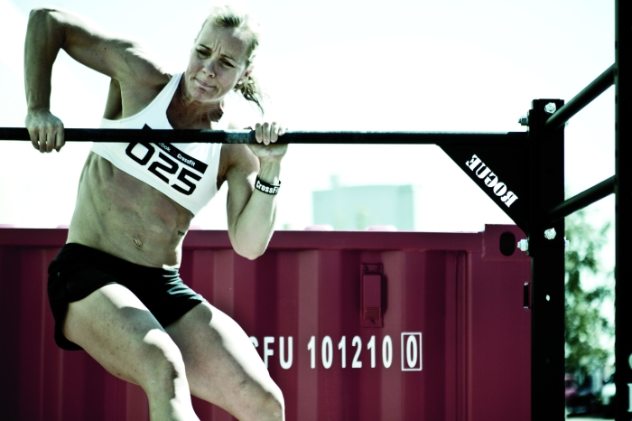Angie-Pye-Bar-Muscle-up-CrossFit-Reebok-Ramsay-WOD-Grand-Opening.jpg